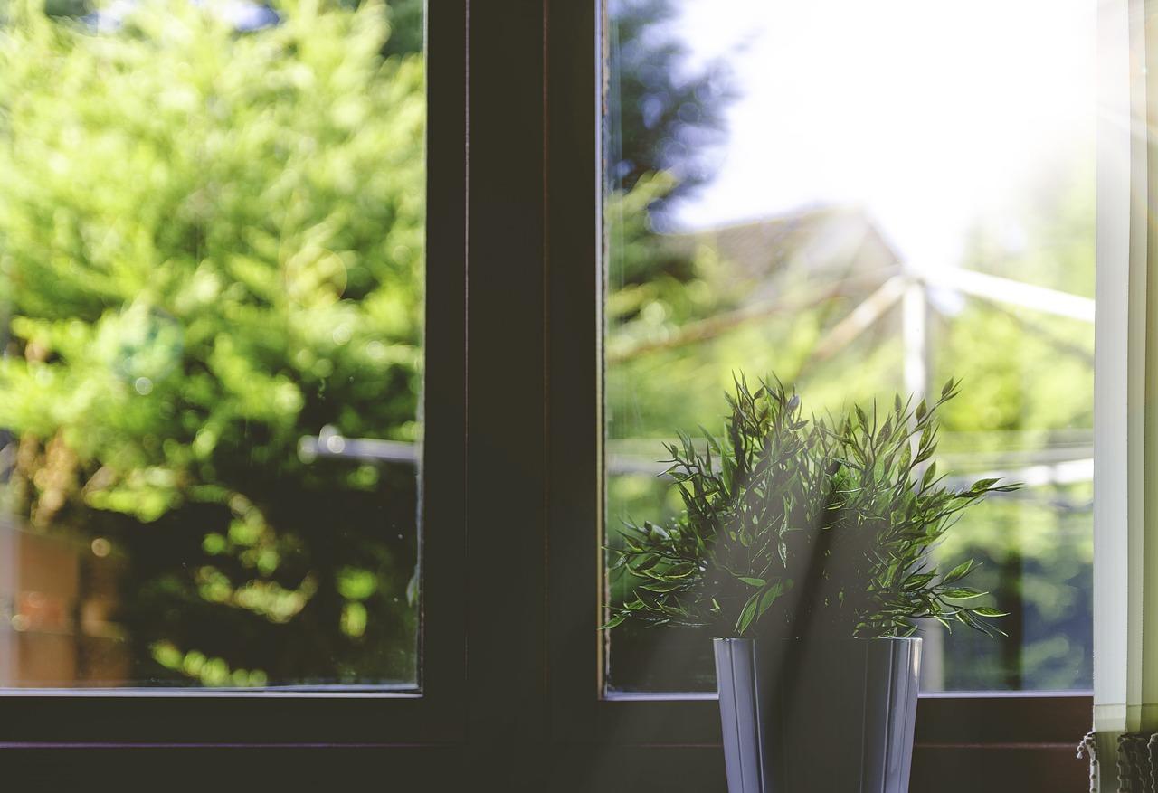 Faites appel à un vitrier pour la pose d'un verre feuilleté